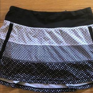 Lululemon black and white print skirt